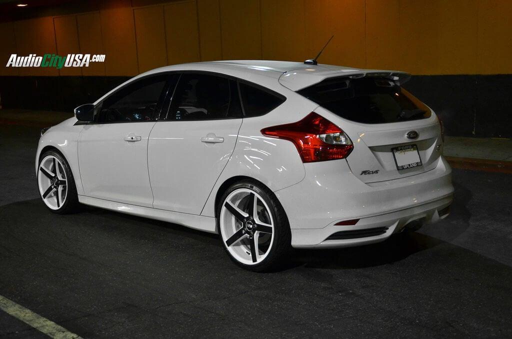Focus St 19 Inch Wheels >> 2014 Ford Focus St On 19 Str Wheels 607 White Windows Black Face