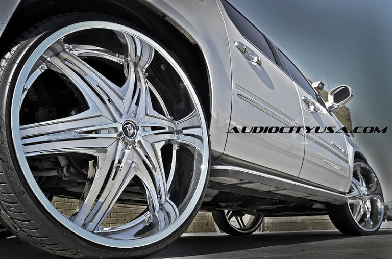 30″ Diablo Elite chrome color matched inserts on Cadillac Escalade.