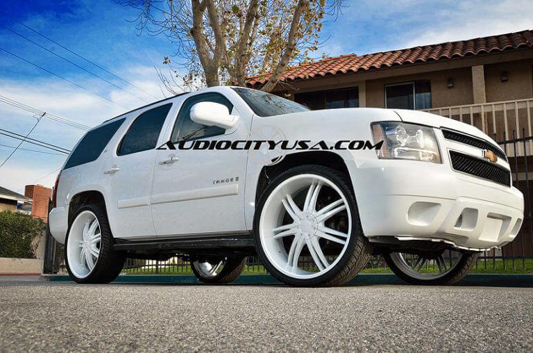 26″ Borghini B 14 custom painted white on Chevy Tahoe.