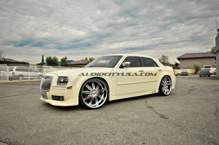 24″ Velocity VW 800 Chrome on Chrysler 300 ===Lowered===