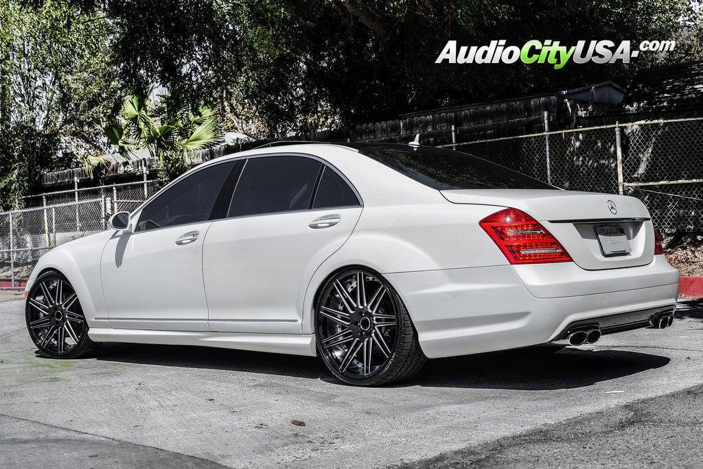 1_mercedes_benz_s550_22_road_force_wheels_rf11_glossy_black_audiocityusa-1024x684