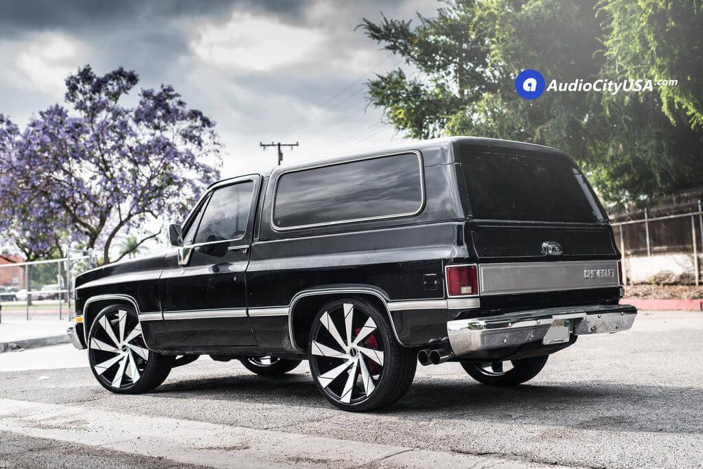 2_1982_Chevy_K5_Blazer _24_Strada_Moto_Wheels_rims_Black_Machine