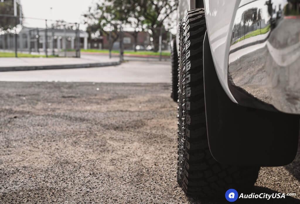 1_ Toyota_Tundra_SR5_20_Fuel_Wheels_RIMS_Vapor_d560_black_AudioCItyUsa