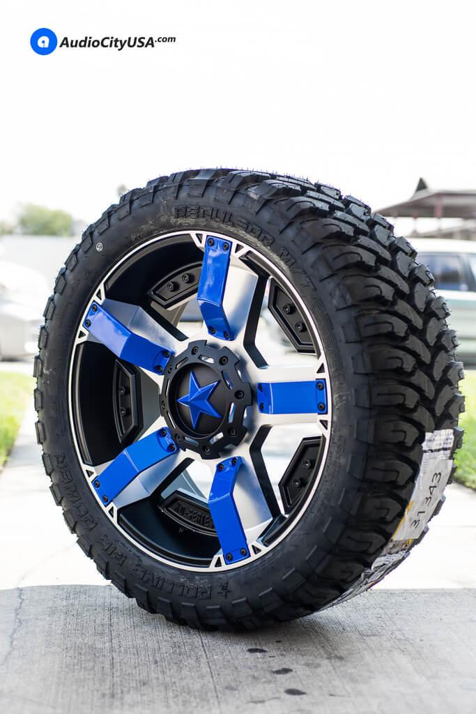 22×9.5 XD Wheels XD811 Rockstar II Black Machine Blue Inserts, Blue Star