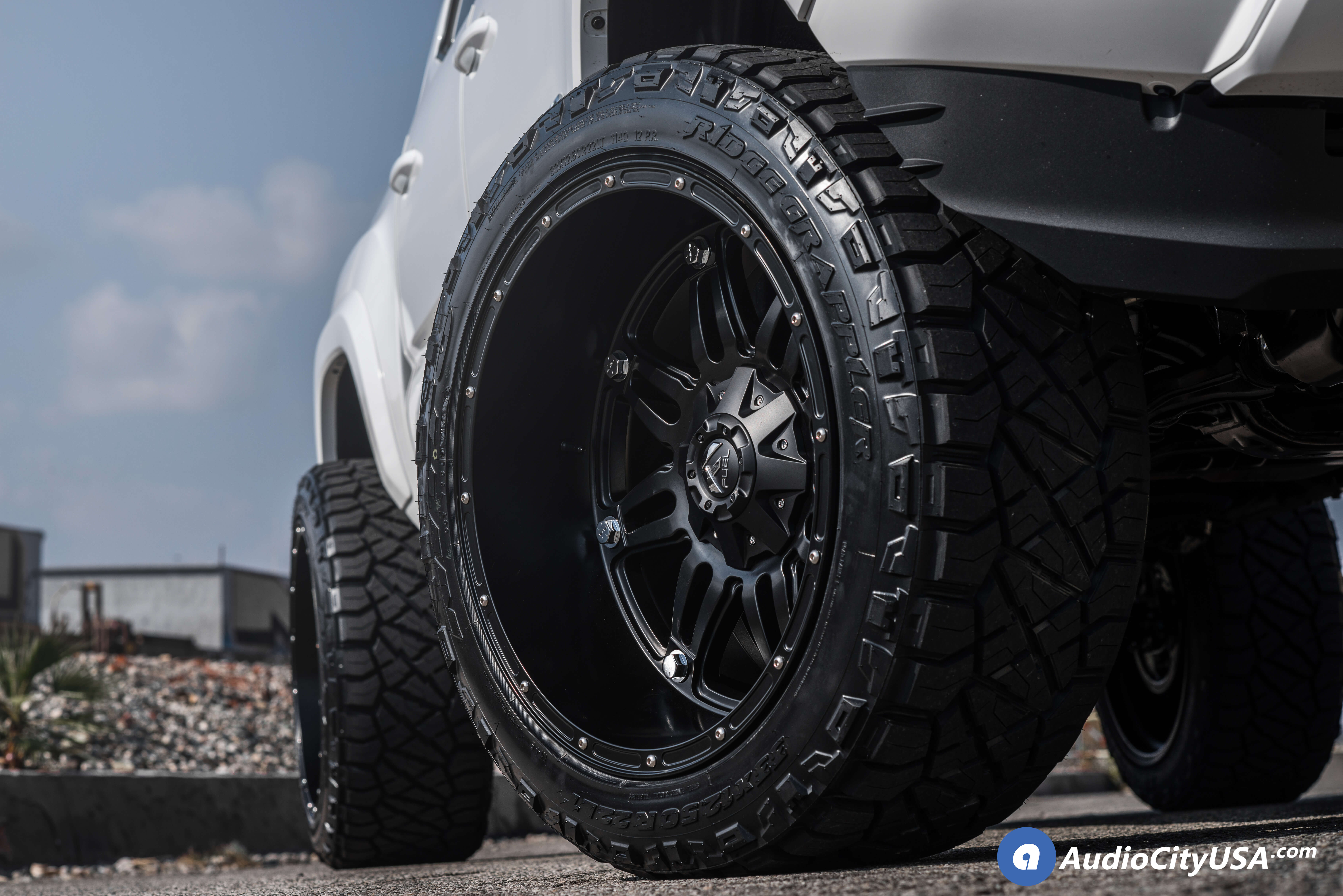 fuel wheels  hostage matte black  road rims   maxtrac suspension nitto ridge