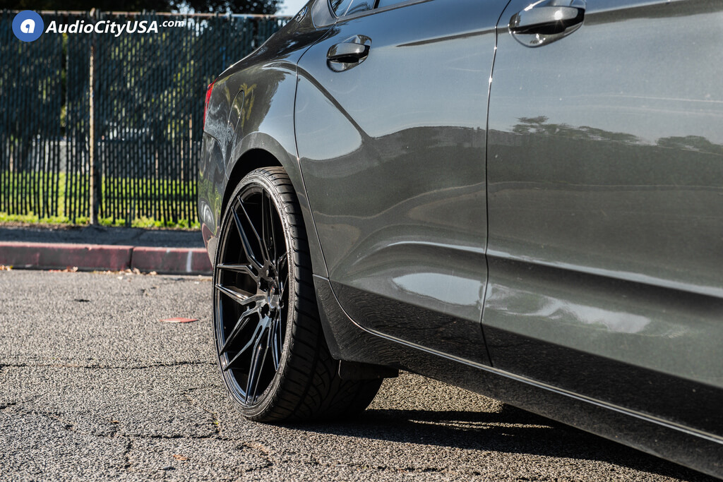 22″ Staggered Giovanna Wheels with Bogota Black Rims