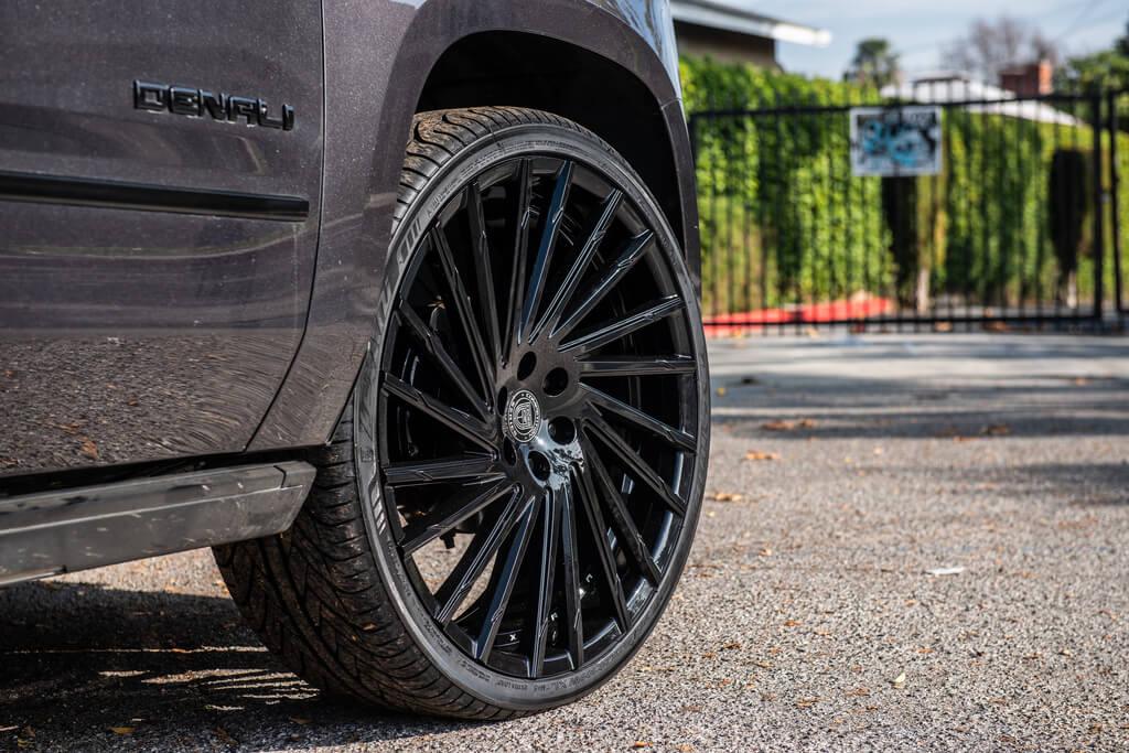 "26"" Lexani Wheels Wraith with Gloss Black Rims"