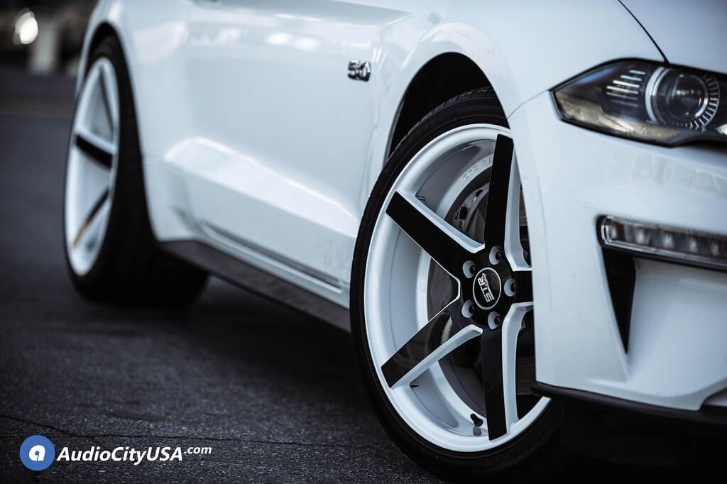 "20"" Staggered STR Wheels 607 White with Black Spoke Rims"