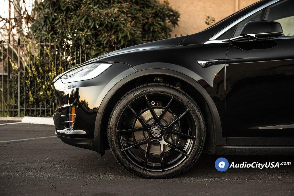 "22"" Staggered Lexani Wheels"