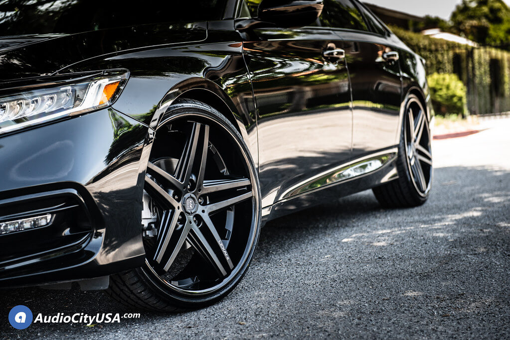 22″ Lexani Wheels Ekko with Matte Black Rims