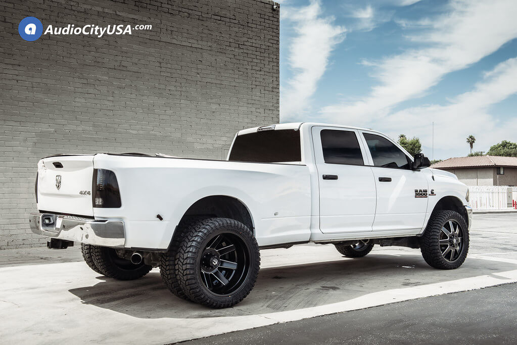 24″ Fuel Wheels D538 Maverick