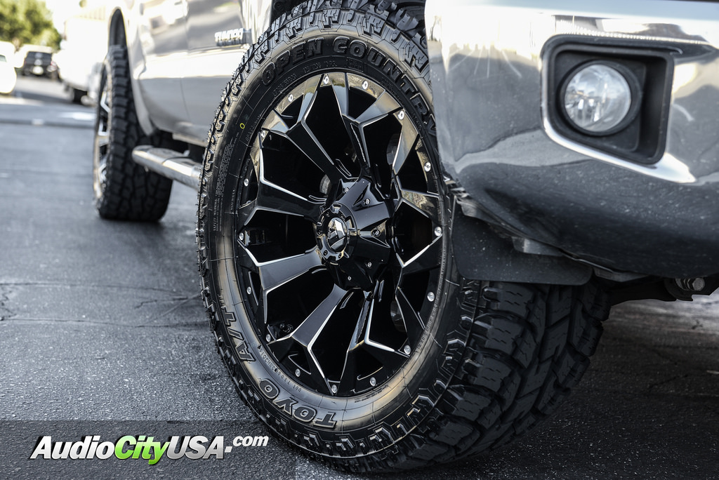 17 Quot Fuel Wheels D576 Assault Gloss Black Milled Rims Fl010 1