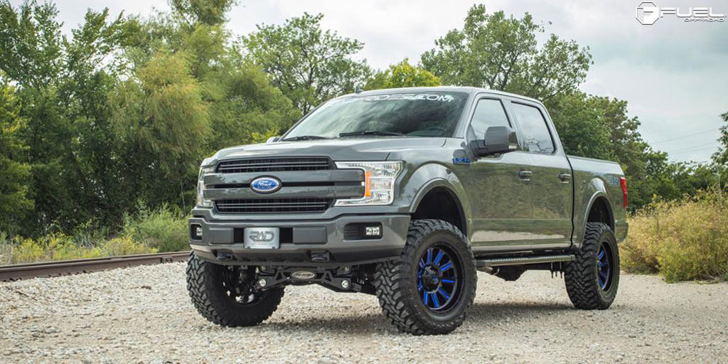18 Fuel Wheels D646 Hardline Gloss Black With Candy Blue
