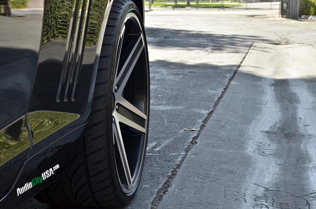 Giovanna Wheels Dramuno-5 Black Machined Rims