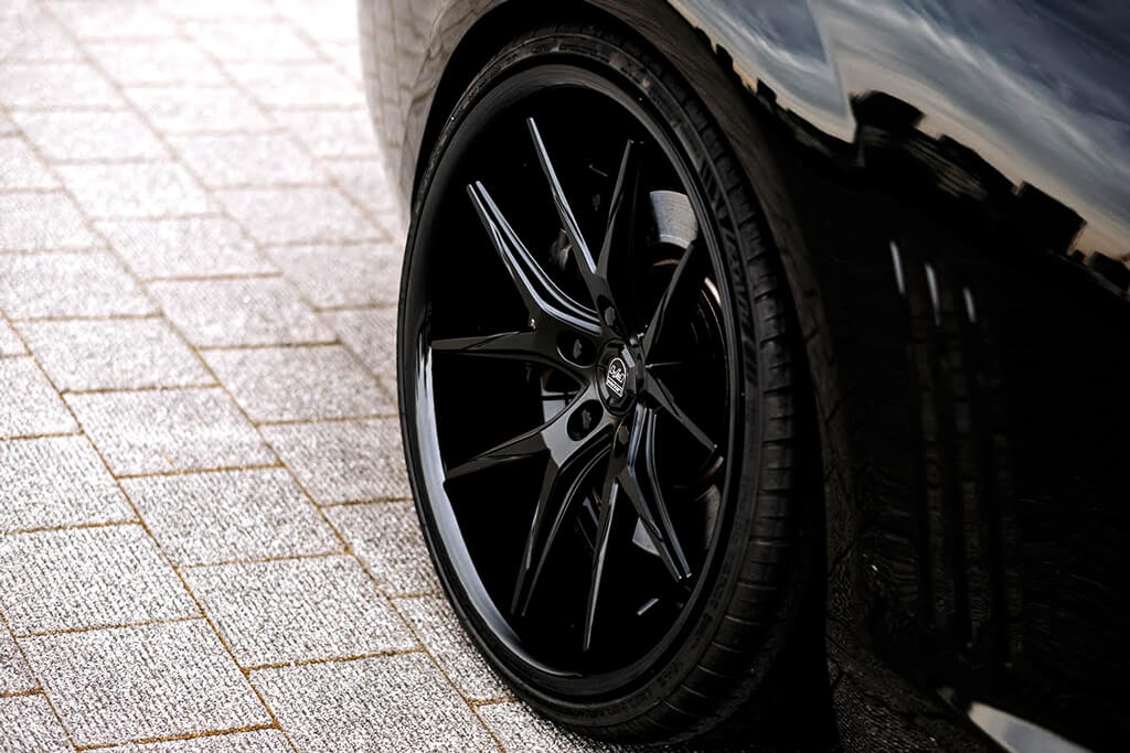 "Mercedes F 015 >> 22"" Lexani Wheels R-Twelve Satin Black Center with Gloss ..."